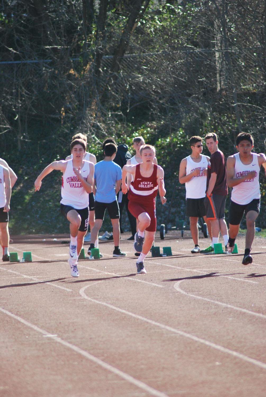 Donghia runs his 200 meter dash