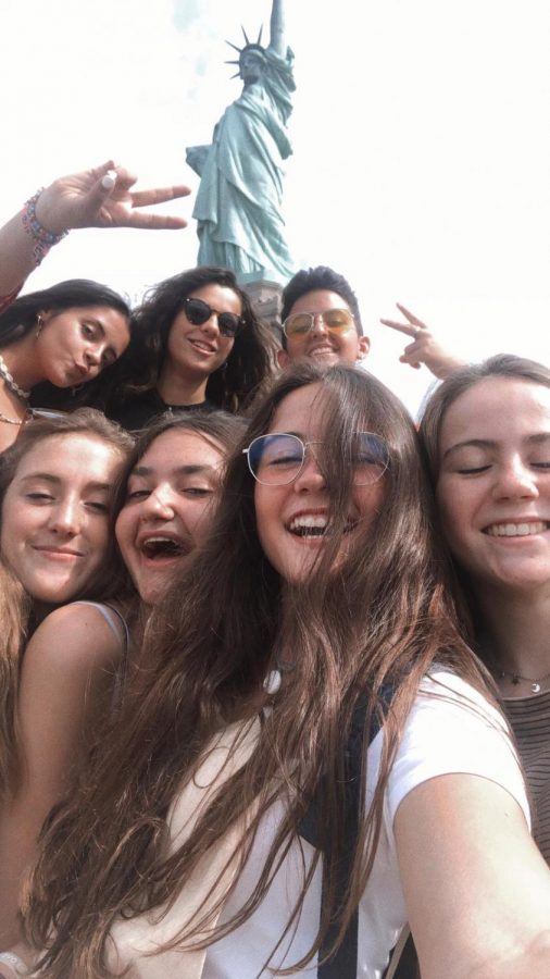 Nogueira+and+her+friends+at+a+New+York+orientation+course+after+arriving+in+the+United+States
