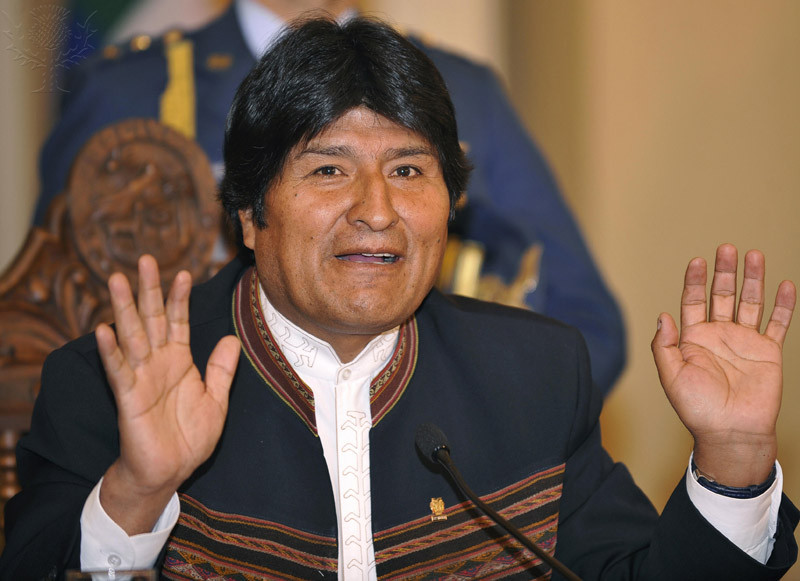 The+President+of+Bolivia%2C+Evo+Morales%2C+offers+a+press+conference+at+the+Quemado+Palace+in+La+Paz+on+August+24%2C+2009.+Morales+denied+assertions+by+Peruvian+President+Alan+Garcia+that+Bolivia+and+Chile+have+already+agreed+for+Bolivia+to+have+access+to+the+sea+through+Chilean+territory.++AFP+PHOTO%2FAizar+RALDES+%28Photo+credit+should+read+AIZAR+RALDES%2FAFP%2FGetty+Images%29