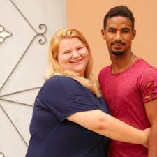 TLC's Nicole and Azan on 90 Day Fiance are the personification of dysfunctionality in relationships. Pictured on the left is a grinning Nicole. On the right, a self-loathing Azan.