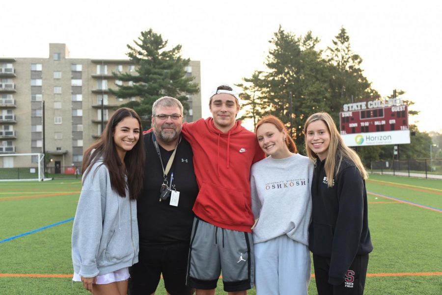From left, senior senate members Kasie Hertzberg, Jeffrey Kissell, Nathaniel Sims, Sydney Sebora, and Mia Iceland pose for a group photo on the North Turf at the 2021 Senior Sunrise, on Tuesday, Aug. 24. The Senior Sunrise was the first event organized by the senate this school year.