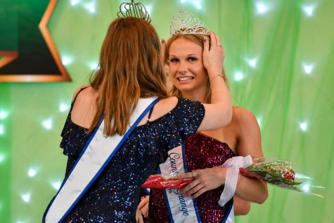 Mattee Stoicheff being crowned by Morgan Bair at the coronation on Wednesday, Aug. 18.